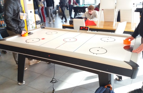 location air-hockey
